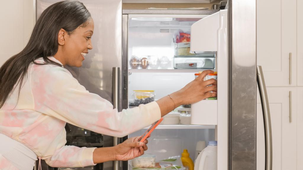 4-dicas-incríveis-de-como-tirar-chiclete-da-roupa-congelador