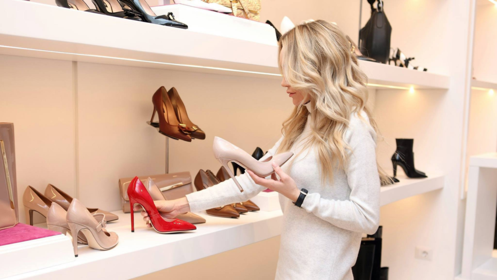 Como-deixar-as-suas-roupas-organizadas-no-ármario-sapatos