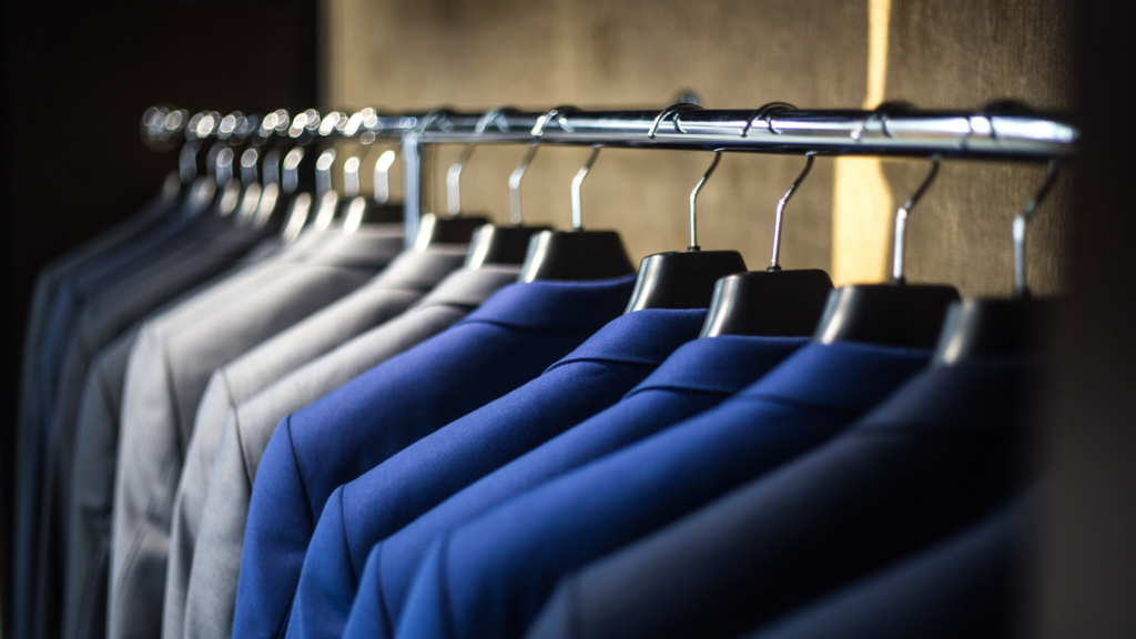 Como-deixar-as-suas-roupas-organizadas-no-ármario-separe-por-cor